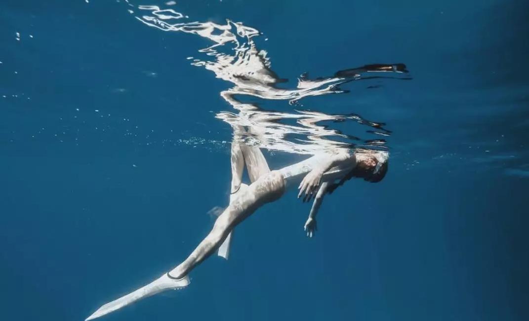 自由潜科普|自由潜是怎么样的体验?化身成美人鱼般!