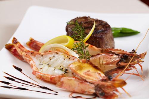 仙本那美食攻略|马达京美食推荐:手臂粗的皮皮虾、香飘十里的大榴莲、马来特色肉骨茶